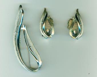 Sarah Coventry Stunning Brooch &  Earrings