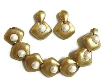 Faux Mabe Pearl Matte Gold Tone Link Bracelet and Earrings Set Vintage Haute Couture Statement