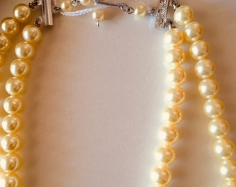 Off white costume pearl necklace