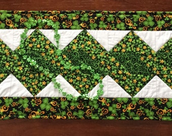 St Patrick's Day Table Runner, Shamrock Quilted Table Runner, St Pat's Quilted Runner, Green White Table Runner Quilt