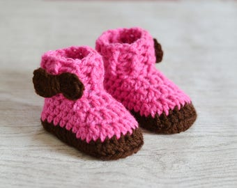 New Baby Announcement Shoes, Baby girls boots, Newborn Booties, Uk Baby Gift, Baby Shower Gift, Crochet Boots, Baby Girl, Bow Shoes