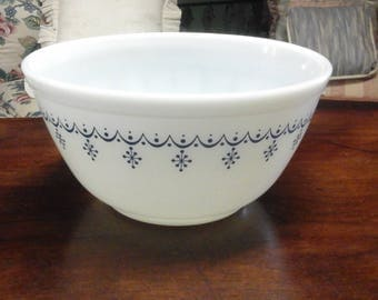 Vintage Pyrex Blue Snowflake Garland Mixing Bowl