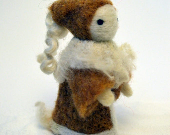 Tippi - A Poppet made of wool. And love.
