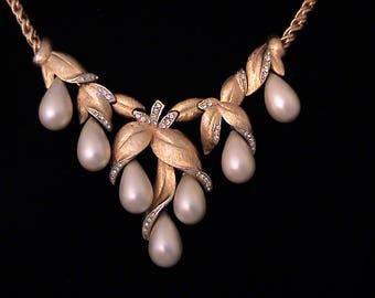 Vintage MARVELLA Dangling Glass Pearl Drop Necklace