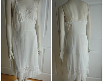 70s White Nylon Full Slip Women Size Medium Wide Lace