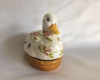 Adorable Duck on Nest Salt or Pepper Shaker