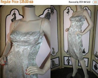 ON SALE Vintage 1960's Dress. Shelf Bust Cocktail Dress in Champagne Brocade. XS Small.