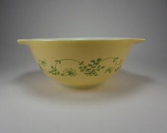 PYREX  Shenandoah Cinderella Bowl, 442, Wintergreen, Yellow with Green, 1981 to 1986