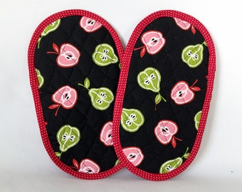 Pot Grabbers Pot Holders Pair Apples and Pears Red Pink Green Black