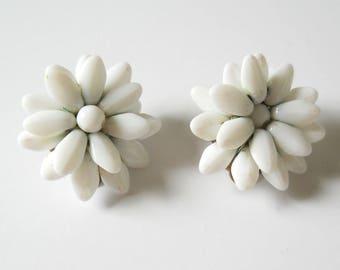 Vintage Glass Bead Clip On Earrings • Vintage White Glass Flower Earrings
