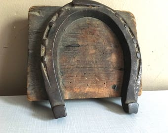 Primitive Lucky Horseshoe wall Hanging