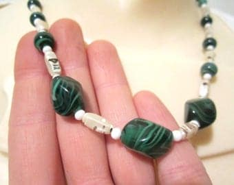 Vintage Necklace w/ Beautiful Green Malachite