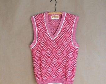SALE ! vintage 70's 1970's mens sweater vest / argyle pattern / jantzen sportswear / v neck sweater / red and white / retro prep