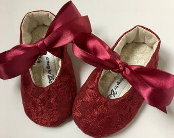 Burgundy Lace Shoes // baby girl soft sole mary janes shoes - Lacey Burgundy