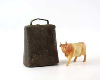 Rustic Metal Cow Bell, Vintage Farmhouse Decor, Vintage Metal Bell, Primitive Country Decor