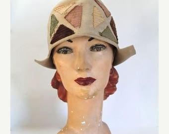 AWAY SALE 20% off vintage 1920s cloche hat - COLOR Block beige felt hat