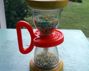 Toy Vintage Fisher Price Hourglass Shaker Toy 451 Retro baby rattle