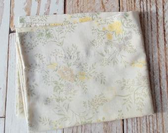 Vintage Pillowcase / Pale Ivory Floral / Vintage Linens / Vintage Bedding