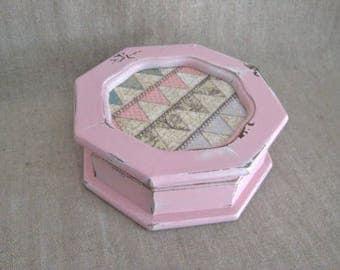 Summer Sale Shabby Pink Keepsake Box / Sweet Retro Trinket Box