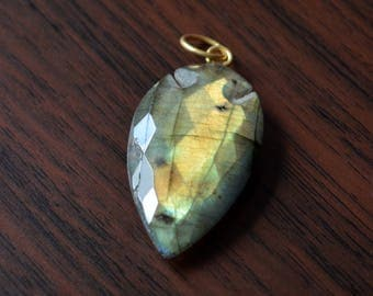 Large Labradorite Arrowhead Pendant, Gold Bail with Ring, Real Gemstone, Faceted Labradorite Stone, 35mm to 20mm, One Pendant