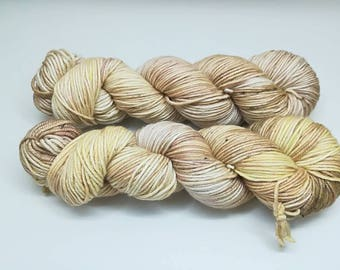"Sparkling DK yarn, hand dyed in ""Sandstorm"" colourway - 75% extrafine merino 20 silk 5 stellina. La Oveja Reina base"