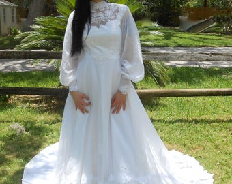 VIntage 1970s poet sleeve sheer lace wedding gown w/ train & appliqués throughout, size XS