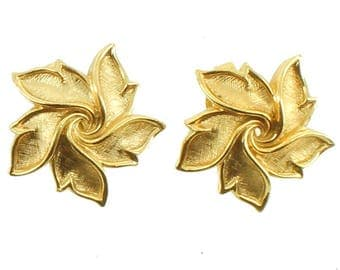 Vintage Trifari Pair Of Gold Tone Star Design Clip Back Earrings Nice!