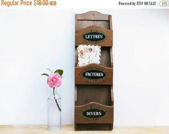 small wooden mail shelf, french tag