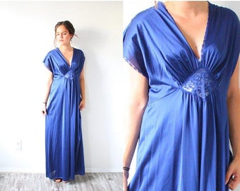 30% OFF SALE Vintage cap sleeve dark blue nightgown dress // modest maxi dress // blue lace nighty // retro 60's dress M Small // modest sum