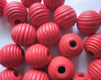 Red Wood Spiral Round Beads 20mm 12 Beads