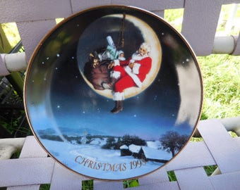 Vintage Avon Christmas 1998 Collector Plate Santa Sitting on Crescent Moon 1990s Blue/Red/White/Ground Round Wall Hanging Collectible Plate