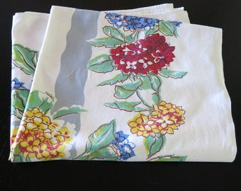 Tablecloth Vintage Printed Summer White Cotton Gray Center Blue Yellow Red Hydrangias 46 by 50 Inches 805b