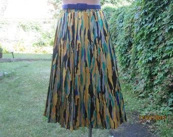Pleated Skirt / Pleated Skirts / Skirt Vintage / Yellow / Green / Violet / Accordion Skirt / Size EUR 42 / 44 / UK14 / 16 / Knee Length