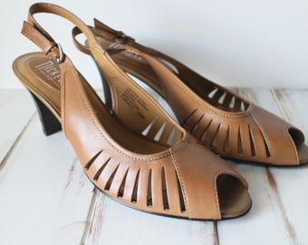 SIZE 9.5 Vintage 90s Nickels Brown Leather Cut Out Detail Pumps