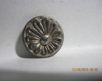 ANTIQUE LOVELY 1800's/1900's Silver Twinkle Open Slits In Petals/Posy Metal Button w/ Silver Plate Loop Shank...#879..