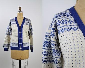 60s Blue and White Fairisle Cardigan / Vintage Nordic Cardigan/ Metal Claps Ski Sweater/ Oversized Cardigan/ Size M/L