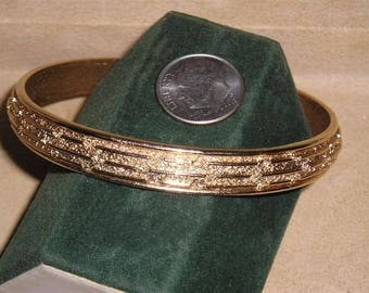 Vintage Signed Crown Trifari Gold Tone Bangle Bracelet 1960's Jewelry 11149