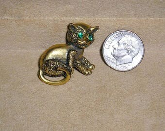 Vintage Cute Miniature Gold Tone Cat Or Kitten Brooch Pin With Green Rhinestone Eyes 1960's Jewelry 11197