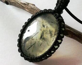 Prehnite necklace, crystal green, prehnite macrame, prehnite jewelry, green necklace, gemstone necklace, boho jewelry, gifts