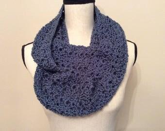 Handmade crochet Light weight blue infinity scarf, bufanda azul, Neck warmer, Blue scarf, Bufanda tejido a mano