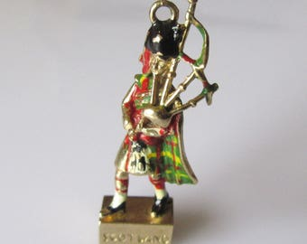 9ct Gold Scotsman Stanhope Charm with Picture of Glasgow