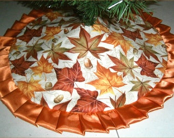 "Tabletop Autumn / Fall Skirt - 24"" - Fallen Leaves & Acorns on Tan"