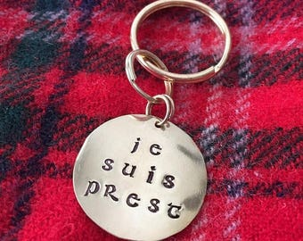 ON SALE Je Suis Prest Keychain, Brass, Outlander Keyring, Claire Fraser, Gabaldon, Book Club, Useful Gift, New Driver, New Apartment, New Ho