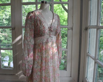 Romantic Vintage Boho Maxi Dress/Vintage 1960s 1970s/Soft Pink on Ivory Floral Print/Gunne Sax Style Smocked Gown/Garden Wedding Party/Small