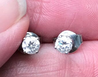 Beautiful DIAMOND Stud earrings in 14KT white gold  40 points total weight