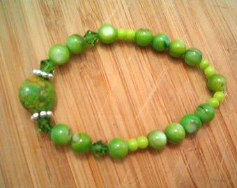 Magnesite Gemstone & Peridot Green Shell Beaded Bracelet, Fern Green,  Stretch Bracelet, Beads and Fern Green Swarvoski Crystals