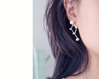 ON SALE Pearl cluster geometry stud earrings - delicate earrings