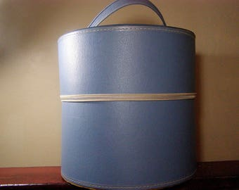 1960's Large Blue zippered carrying case, train case, hat or wig storage box. Travins Company, Roselle, New Jersey. Made in USA.