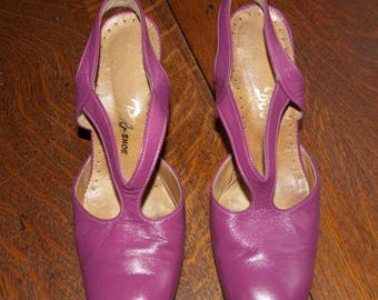 1960's Mod fuchsia leather slingback high heels