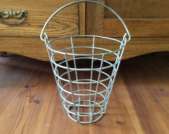 Vintage Metal Wire Basket, Rustic, Home Decor, Vintage Egg Basket, Wire Basket, Kitchen Decor, Rustic Wire Basket, Plants and Gardening